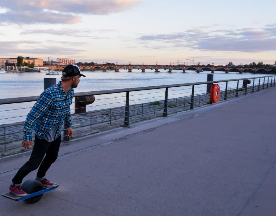 Session Onewheel quais de Bordeaux - Onewheel France